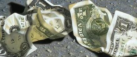 Одну из улиц Гонконга засыпало деньгами