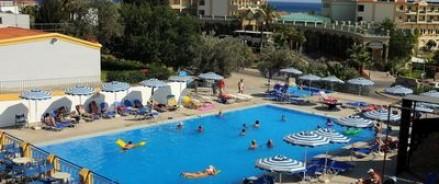 Премьер Греции предлагает отказаться от гостиниц с системой «все включено»