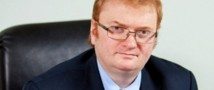 Милонов и Медведев предложили ввести фиксированный налог для иностранных туристов