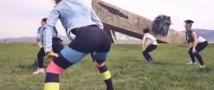Суд арестовал девушек, которые исполнили эротический танец у мемориала в Новороссийске