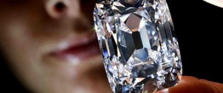 На аукционе в Нью-Йорке с молотка ушел белый бриллиант в 100 карат