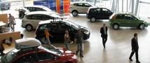 Продажи на рынке легковых авто обвалились до уровня 2009 года