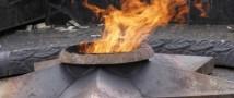 Школьники из Тульской области пожарили на Вечном огне картошку