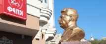 В Липецке облили розовой краской бюст Сталина