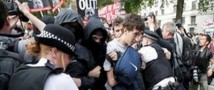 После выступления королевы в столице Великобритании начались массовые акции протеста
