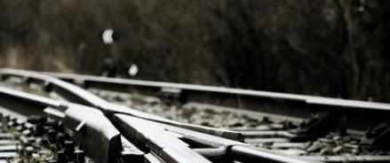 В Красноярском крае поезд врезался в пассажирский автобус на переезде