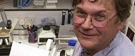 Британскому биохимику пришлось уволиться после откровений о чувствах к ученым-женщинам