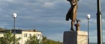В Мурманске возле памятника «Ждущей» умер 79-летний американский турист