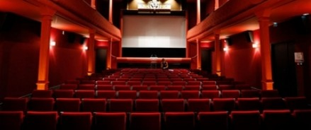 Кинопрокатные сети просят Путина запретить НДС на просмотр иностранных фильмов, поскольку это грозит закрытием кинотеатров