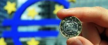 Глава Еврокомиссии не хочет отпускать Грецию из еврозоны