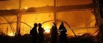 Более 100 огнеборцев пытаются ликвидировать пожар, что возник на складе в Санкт-Петербурге
