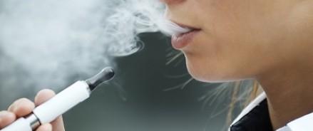Сенаторы хотят спасти россиян от электронных сигарет