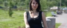 Голая правда: эпатажная художница рисует грудью