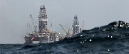 Возгорание на морской платформе в Каспийском море: 32 человека погибло, 40- в тяжелом состоянии