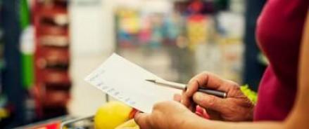 Треть россиян экономят на еде из-за кризиса