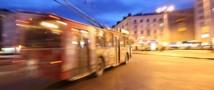 Троллейбус развалился пополам в Москве на Мичуринском проспекте
