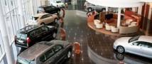 Иностранцы начали массово скупать автомобили в России