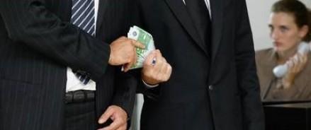В России взяточничество чиновников могут приравнять к госизмене