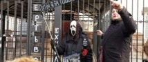 На Украине разгромили российское посольство и повесили «Путина», заведено уголовное дело
