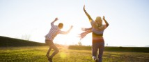 Ученые назвали идеальный возраст для семейного счастья и карьеры