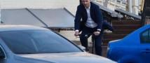 Велоприключения мэра Киева: Виталий Кличко не справился с бордюром (видео)