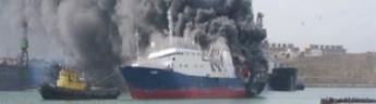 В территориальных водах Туркменистана горит российское судно