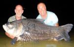 Заядлые рыбаки из Великобритании предложили другу после смерти порыбачить (фото)
