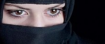 Фотографии любовницы мужа обошлись женщине в тысячи евро и депортацией на родину (фото и видео)