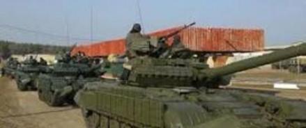 Люди обеспокоены — танки и бронетехника идут к крымской границе