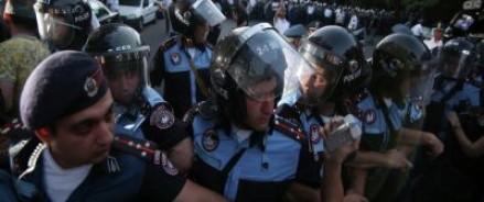 Ереван не спал. Полиция разгоняла митингующих