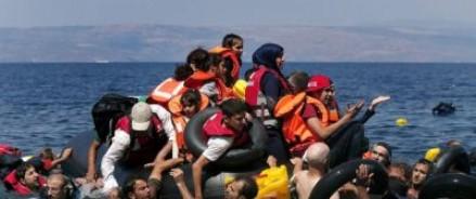Европа переполнена беженцами — пора их отправлять в Африку, — советуют европейские политики