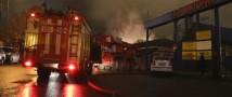 Пожар потушен, из-под обломков извлекли тела восьми пожарных