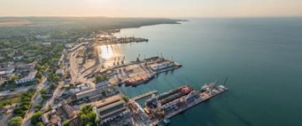 Президент в Крыму обратил внимание на возможную конкуренцию с соседями в транспортировке грузов и предложил открыть маршрут Ялта-Сочи