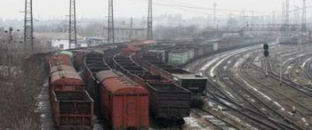 Активисты, заблокировавшие железную дорогу возле Конотопа, успокоили общественность заявлением о том, что они будут останавливать только грузовые составы, идущие из России