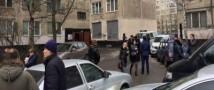 в Санкт-Петербурге в многоэтажке нашли взрывное устройство. Жителей попросили покинуть свои квартиры