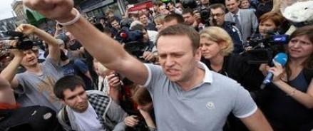 Навальный уже отпраздновал «День России», привычно подписывая протокол о задержании