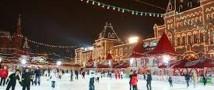 К Новогодним праздникам по традиции правительство Москвы открыло каток у стен ГУМа