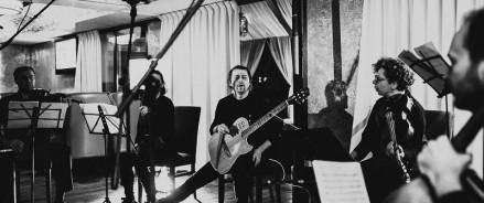 21 апреля — классический концерт-эксперимент секстета гитариста Би-2 Андрея Звонкова «Теория струн» в «Аптекарском огороде