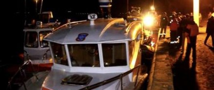 В результате столкновения прогулочного судна и баржи погибло 10 человек, семерых удалось спасти