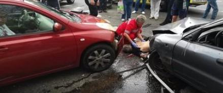 Сегодня автомобиль марки «Шевроле» врезался в группу пешеходов в Сочи (видео)