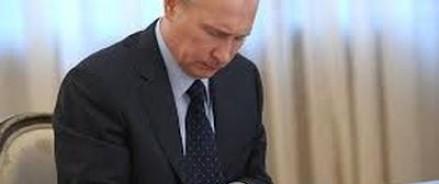 Президент РФ поставил свою подпись под указом о продлении контрсанкций
