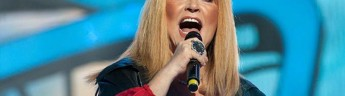 На юбилейном концерте в Кремле зал аплодировал Примадонне стоя