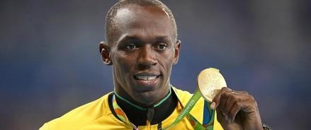 Самый быстрый человек в мире стал футболистом?