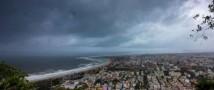 Циклон Фани: сильный шторм обрушивается на восточную часть побережья Индии
