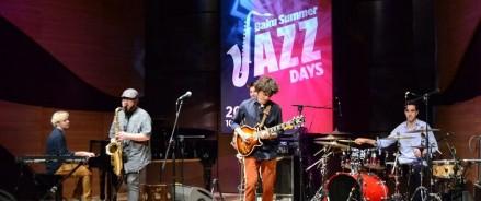 Фестиваль джаза в Баку завершил легендарный российский оркестр