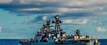 Американский крейсер чуть не столкнулся с российским кораблем