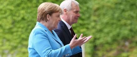 Ангелу Меркель снова трясло на встрече