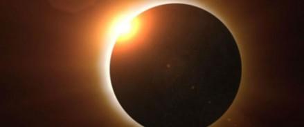 Тысячи людей увидели редкое полное солнечное затмение