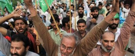 Пакистан обещает бороться с «незаконным» движением Индии в Кашмире