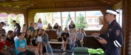 В рамках Всероссийской акции «Каникулы с Общественным советом» полицейские УВД по ТиНАО и представители общественности посетили детский городской лагерь